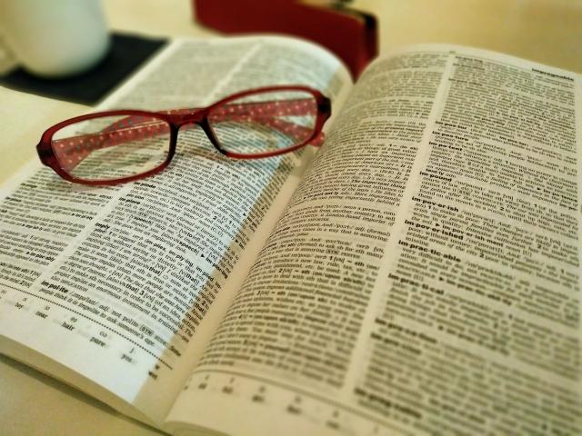英字新聞や英語のビジネスサイトを読む